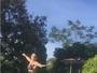 Paula Fernandes mostra corpão e se diverte em piscina: 'Menina sapeca'