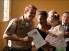 Policiais recebem certificado por salvar vida de criança em Divinópolis
