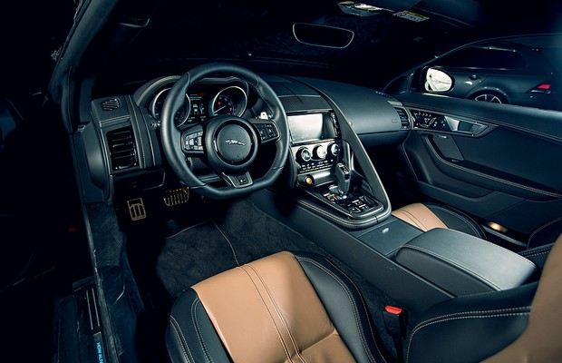 Interior do Jaguar F-Type Coupé (Foto: Fabio Aro/Autoesporte)