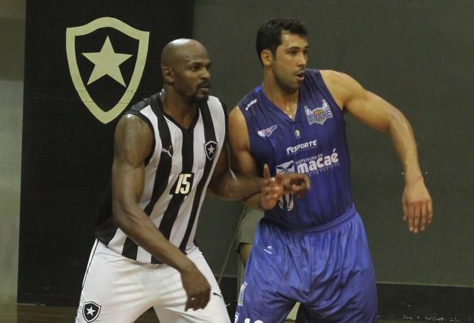 Botafogo x Macaé pelo Estadual de basquete (Foto: Raphael Bózeo)