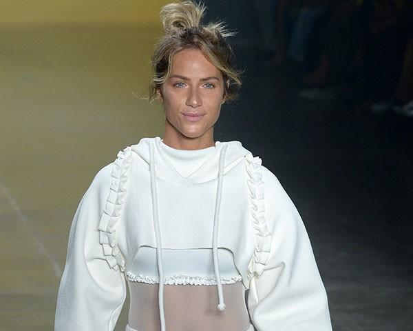 Giovanna Ewbank desfilou a moda esportiva e cool da Memo (Foto: AgNews)