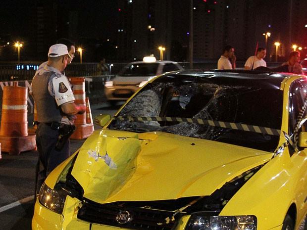Mulher morre após ser atropelada por carro e arrastada por mais de 50 metros na Zona Norte de SP (Foto: Edison Temoteo/Futura Press/Estadão conteúdo)