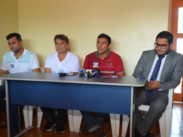 Denúncia foi feita nesta quarta-feira (24) durante coletiva em Cruzeiro do Sul  (Foto: Anny Barbosa/G1)