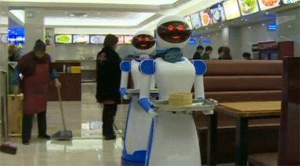 Servi o high tech restaurante na china substitui gar ons por rob s veja o v - Robot le plus intelligent ...