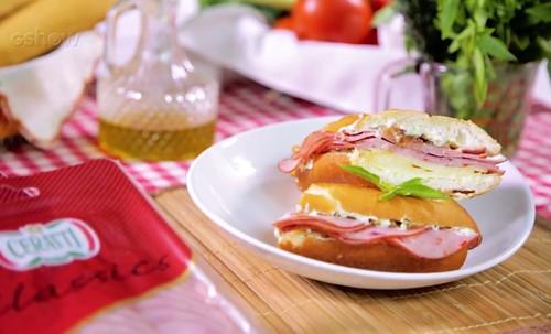 Sanduíche com Linguiça Calabresa Cozida e Defumada Ceratti