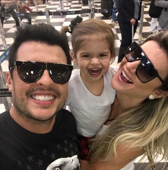 Wellington Muniz, o Ceará, com a filha, Valentina, e Mirella Santos (Foto: Reprodução)