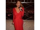 Mariah Carey se apresenta na cobertura de famoso prédio de NY