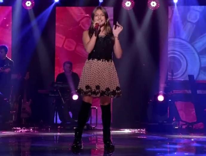 Laura  Schadeck canta canção de Demi Lovato  (Foto: Reprodução/RBS TV)