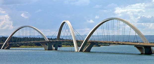 (Foto: Wikimedia / http://commons.wikimedia.org/wiki/File:BSB_Ponte_JK_Panorama_05_2007_266.jpg)