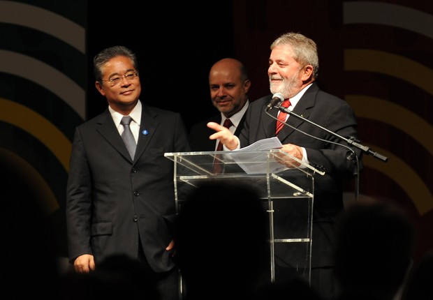Paulo Okamotto e o ex-presidente Lula (Foto: Roosewelt Pinheiro/ABr)