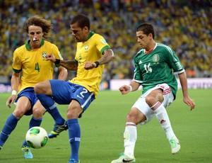 David Luiz, Daniel Alves e Chicharito Brasil x México (Foto: André Durão / Globoesporte.com)