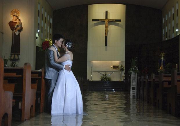 Ramoncito Camp e Hernelie Ruazol Campo se casaram no dia 8 de agosto em Manila. (Foto: Reuters)