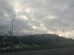Céu nublado NS Aparecida Juiz de Fora 1 (Foto: Roberta Oliveira/ G1)