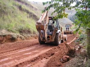 A zona rural de Petrópolis também recebeu apoio do programa Estradas da Produção.  (Foto: Paulo Filgueiras)