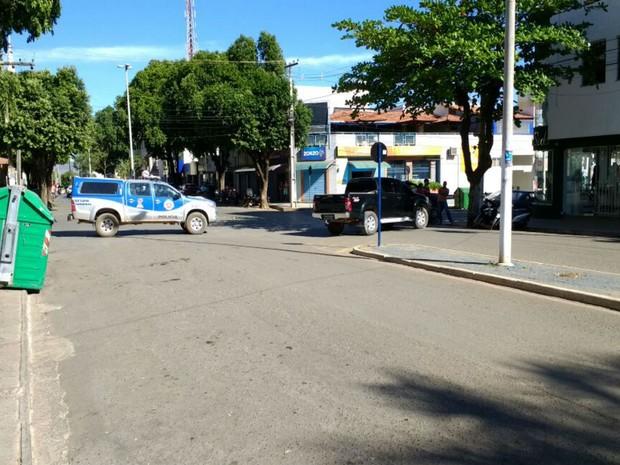 Polícia Militar faz cerco no centro da cidade  (Foto: Blog do Sigi Vilares)