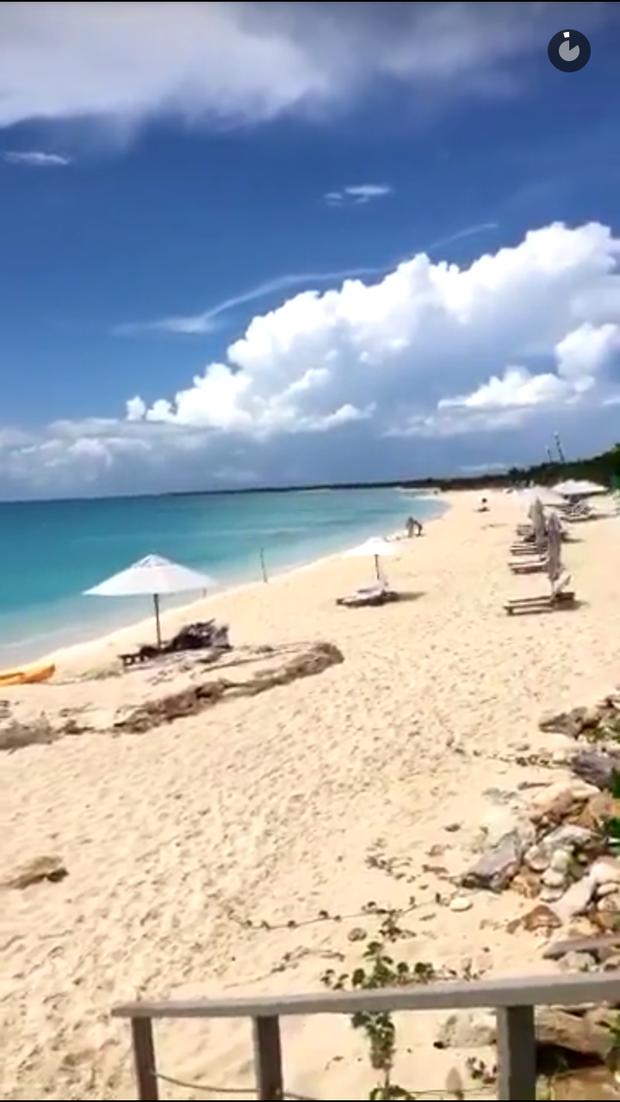 Pally Siqueira mostra praia privativa do resort em que está hospedada (Foto: Reprodução/Snapchat)