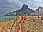 Bárbara Evans posa de biquíni para homenagear o Rio