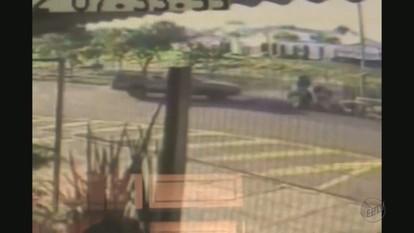 Acidente entre carro e moto deixa duas pessoas feridas em Franca, SP