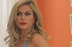 Há oito anos fora do Brasil, atriz marca episódio do seriado (Louco Por Elas / TV Globo)