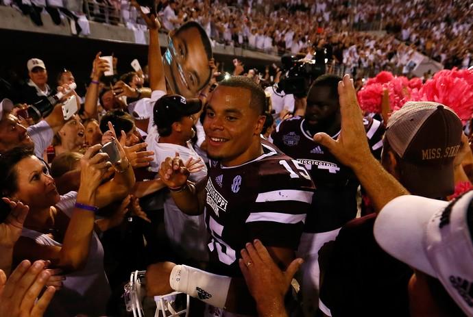 Dak Prescott, quarterback do Dallas Cowboys, atuou na universidade pelo Mississippi State Bulldogs  (Foto: Getty Images)