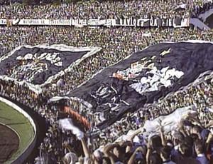 Torcida do Corinthians lota o estádio Santa Cruz na final do Campeonato Paulista, em 2001 (Foto: Arquivo EPTV)