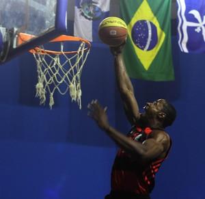 Macaé x Flamengo Campeonato Estadual de basquete (Foto: Raphael Bózeo / Divulgação)