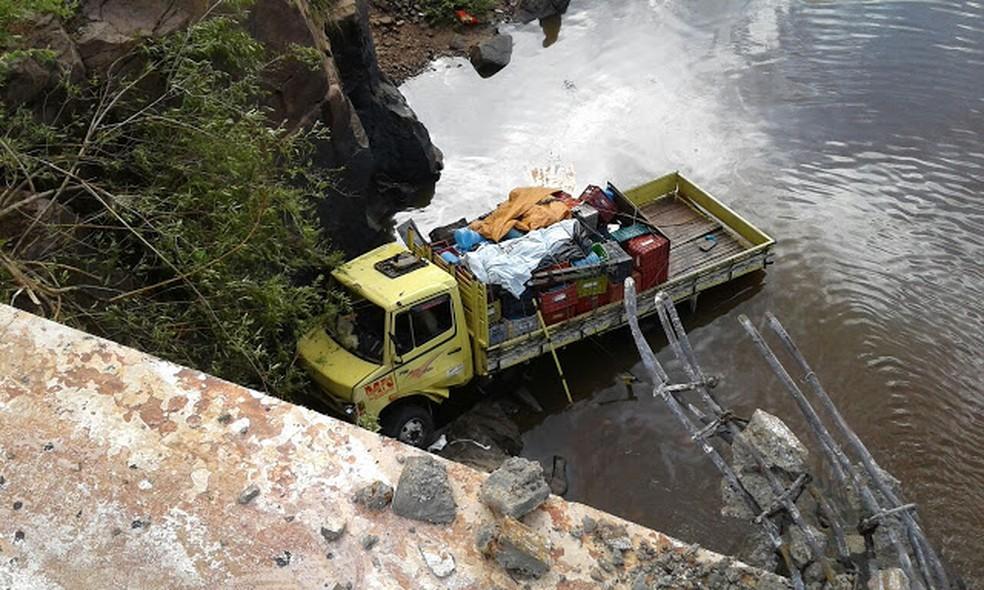 Motorista e passageiros se feriram levemente (Foto: Frank Cardoso/ Portal Boca do Povo)