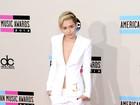 'Agora sinto que posso ser feliz', diz Miley Cyrus sobre fim de noivado