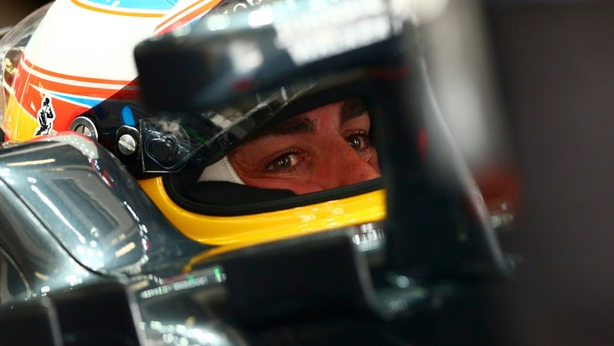 Fernando Alonso no primeiro treino livre do GP da China 2016 (Foto: Getty Images)