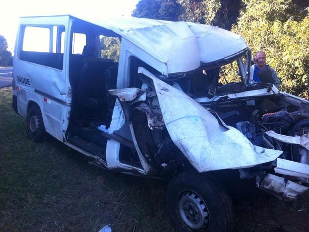 Van acidente Araraquara SP-310 (Foto: Daiane Bombarda/ Tribuna Impressa)
