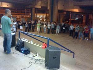 Metroviários decidem em assembleia que vão parar a partir da próxima segunda (29) (Foto: Lucas Nanini / G1)