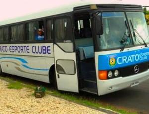 Ônibus personalizado do Crato quebrou na volta para a cidade (Foto: Eduardo Júnior/Crato)