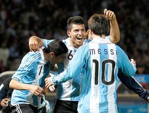 Aguero Messi gol Argentina (Foto: Reuters)
