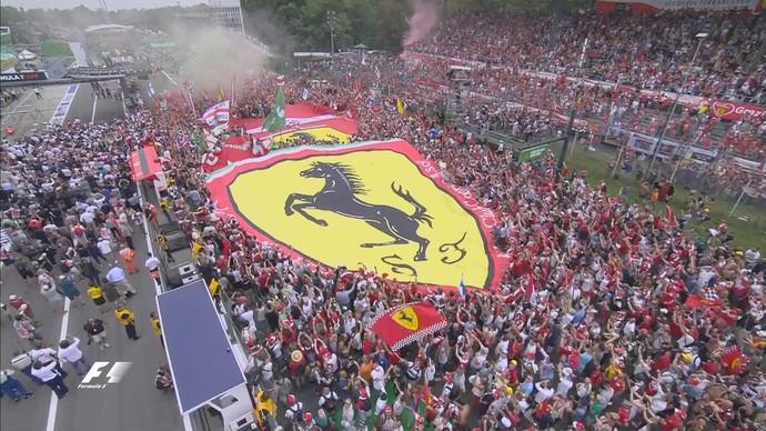 Torcida da Ferrari faz a festa no circuito de Monza (Foto: Divulgação)