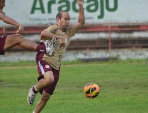 Fabinho Cambalhota treina entre os reservas (Foto: Felipe Martins/GLOBOESPORTE.COM)