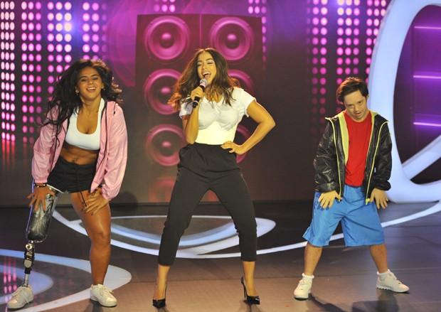 Anitta no palco do Teleton (Foto: Samuel Chaves/Brazil News)