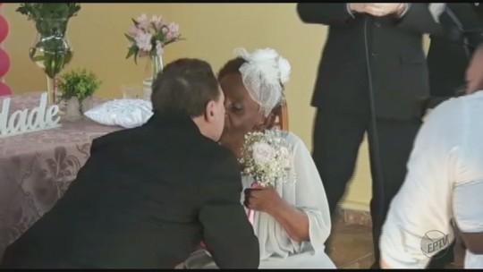 Aposentados de 106 e 66 anos ficam noivos em asilo de Pirassununga, SP