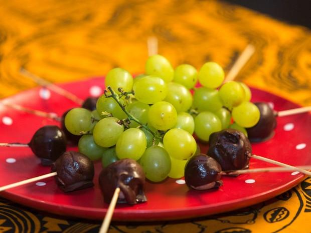 Bombom de uva, coco e chocolate (Foto: Joo Franco)