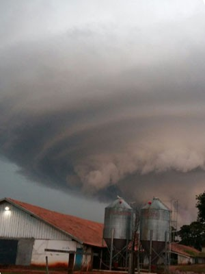 Tempestade supercélula gera ciclone no Paraná (Foto: Deise de Alencar Fonseca/Arquivo Pessoal)