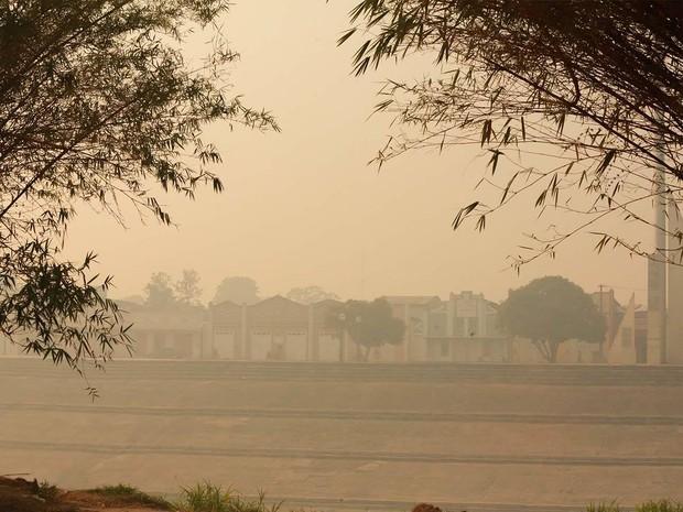 Rio Branco com forte núvel de fumaça nesta quarta-feira (24) (Foto: Marcos Vicentti/Arquivo pessoal)