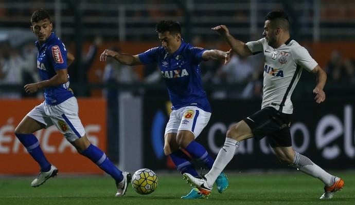 Arrascaeta, Robinho, Bruno Henrique, Corinthians x Cruzeiro (Foto: Marcello Zambrana/Light Press)