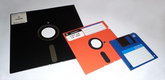 Pentágono e outros órgãos dos EUA ainda usam disquetes antigos (Foto: Reprodução/Wikimedia Commons)