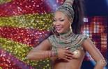 Luana Bandeira samba no palco do 'Caldeirão'