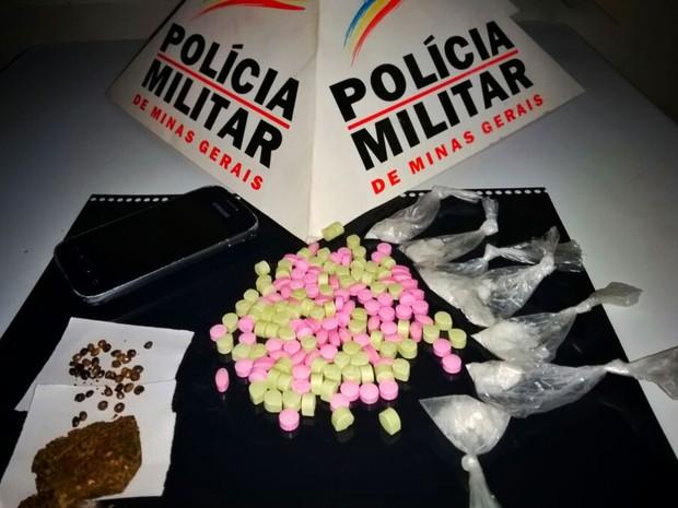 Jovem é preso com drogas em São Sebastião do Paraíso (Foto: Polícia Militar)