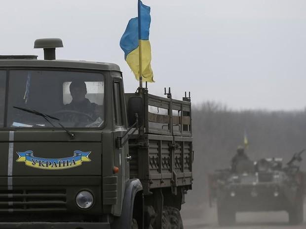 Veículos militares ucranianos vistos em Kiev  (Foto: Gleb Garanich/ Reuters)