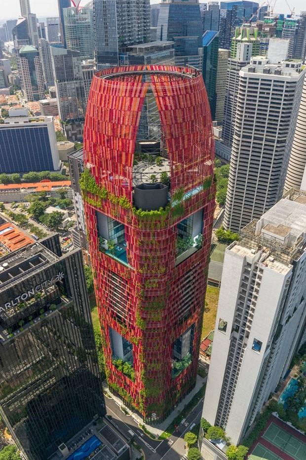 Arranha-céu em Singapura é todo coberto por plantas (Foto: Divulgação)