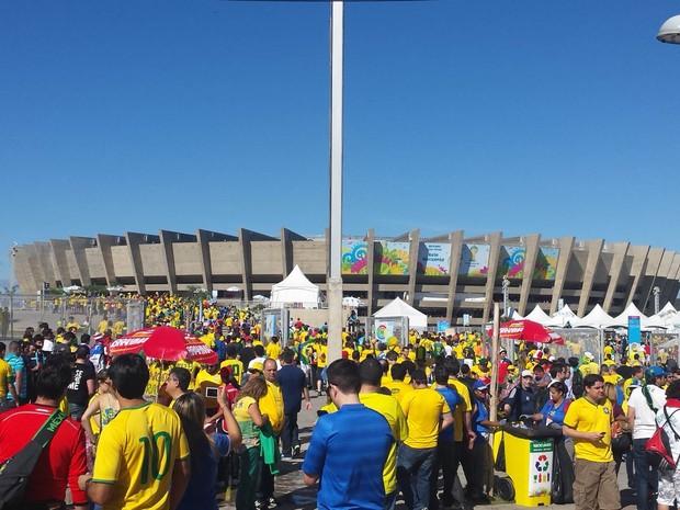Portões do Mineirão é aberto para os torcedores  (Foto: Laura de Las Casas/G1)