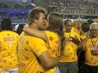 Famosos beijam muito na primeira noite de desfiles do Grupo Especial na Sapucaí, neste domingo, 10