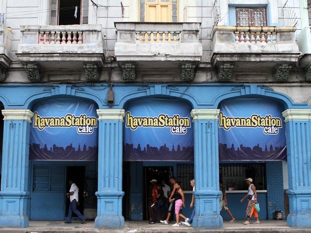 Fachada de cafeteria privada em Havana, em Cuba (Foto: Alejandro Ernesto/EFE)