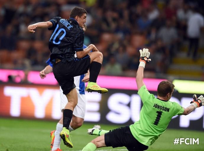Kovacic, do Inter de Milão, marca sobre o Stjarnan na Liga Europa (Foto: Divulgação / Facebook do Inter de Milão)